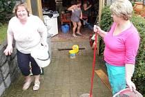 Nespoutaný vodní živel zaměstnal několik bořetických rodin.