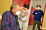 Očkování seniorů proti covidu v břeclavské nemocnici