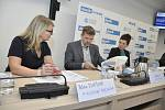Setkání se starostou v Mikulově. Zleva: Petra Eliášová, ředitelka Mikulovské rozvojové, Jiří Kmet, vedoucí CHKO Pálava, Marcela Koňáková, ředitelka TIC Mikulov.