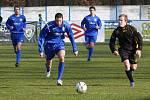 Břeclavští fotbalisté (v modrém) zdolali v generálce na ligu Hodonín.