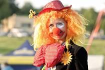 Edita Rišicová z Břeclavi má netradiční koníček. Baví děti v klaunském kostýmu.