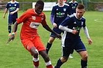 Břeclavským fotbalistům (v modrých dresech) dělal potíže především senegalský záložník Lamine Fall.