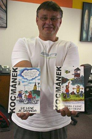 Kreslíř Milan Kocmánek zLanžhota sprvními dvěma knihami trilogie zvydavatelství Carpe Diem. První snázvem Ve víně je sranda vyšla vroce 2007, druhá, Sranda zlesů, vod a strání, odva roky později.Teď se dočká třetí, celkově už ale své desáté. Dostal