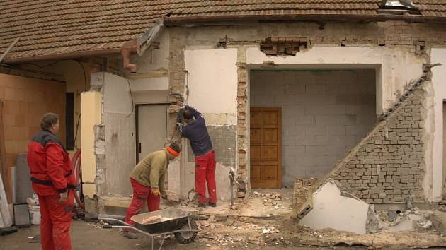 V Kašnici přistavují a rekonstruují budovu obecního úřadu.