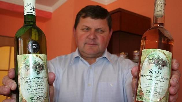Krumvířský vinař Josef Valihrach.