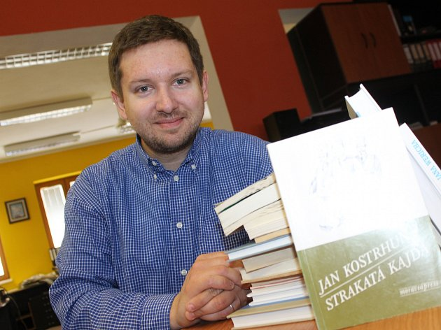 Lanžhotský učitel Petr Vlasák pořádá spolu s žáky literární procházku.