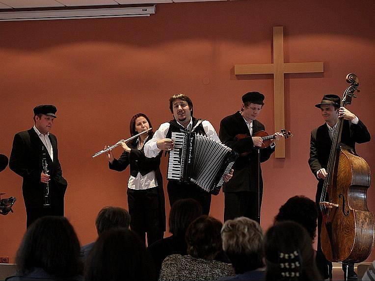 Mikulovští členové Evangelické církve metodistické se dočkali nové církevní stavby.