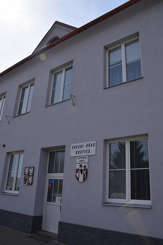 Budova obecního úřadu v Kosticích