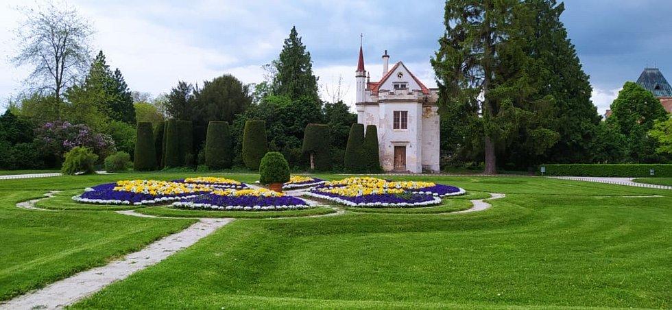Vyhledávaným cílem návštěvníků je hlavně zámek Lednice a přilehlý park.