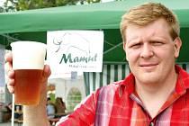Mikulovské pivo Mamut představuje na snímku spolumajitel tamního pivovaru Libor Ilčík.