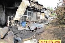 Požár moderní výrobní haly společnosti Nové Vinařství v Drnholci