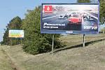 Dohromady jednasedmdesát billboardů se v současné době nachází podle zjištění Deníku Rovnost okolo dálnice D2.