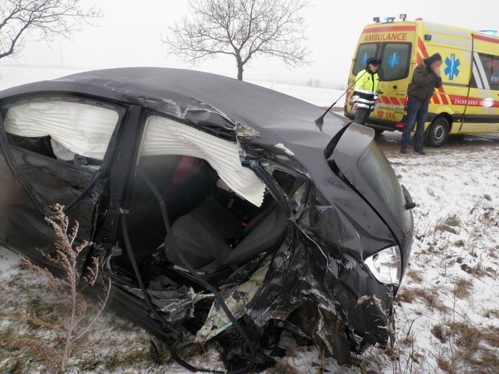 Při dopravní nehodě u Velkých Němčic se srazila Avia s osobním autem Seat Altea.