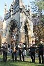 Na Svatohubertskou mši ke kapli svatého Huberta do Bořího lesa u Valtic přišly desítky lidí.