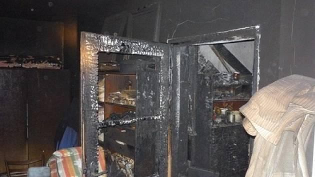 Oheň napáchal v rodinném domě ve Velkých Pavlovicích škodu za půl milionu korun.