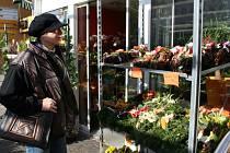 Rakouští sousedé vzali obchody plné květin útokem. Nakupovali věnce a koše z aranžovanými květy.