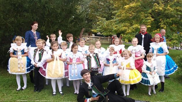 Dětský folklorní kroužek z Hustopečí pořádá poprvé od roku 2006 Dětský krojový ples.