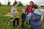 Děti v Jevišovce si ještě počátkem října užily tradiční Drakiádu. Foto: archiv obce