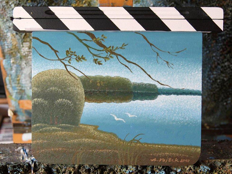 Břeclavský malíř Antonín Vojtek nakreslil Zlínskou filmovou klapku, která se bude dražit.