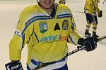 Břeclavští hokejisté (ve žlutém) odvezli z Nového Jičína jen bod.