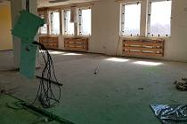 Mateřskou školu v Hruškách poničilo tornádo. Potřebuje opravu.