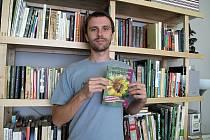 Devětadvacetiletý Milan Bruchter z Břeclavi vydal knihu o ekozahradách.