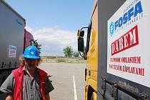 Břeclavská společnost Fosfa poslala do povodněmi nejvíce postižených oblastí České republiky tři kamiony.