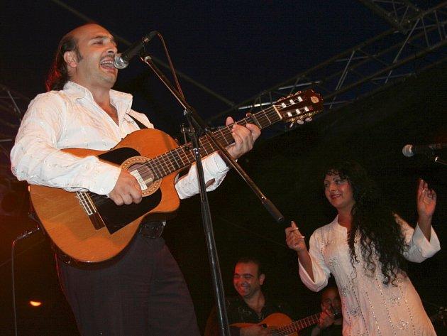 Hudební festival Hudba z podzámčí v Lednici. Na snímku maďarská skupina Romano Drom.