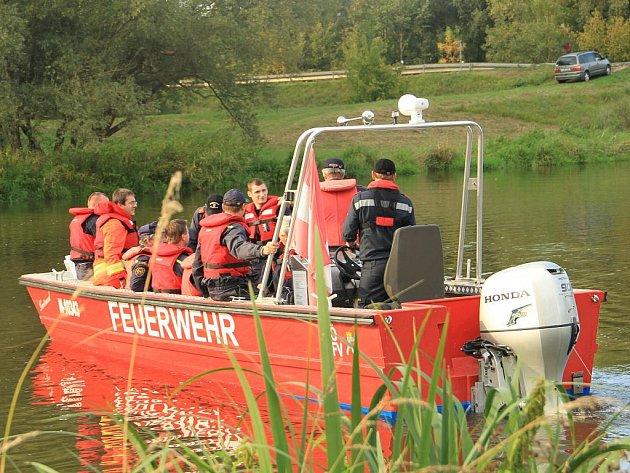 Čeští a rakouští hasiči o víkendu procvičovali společné zásahy při povodních.