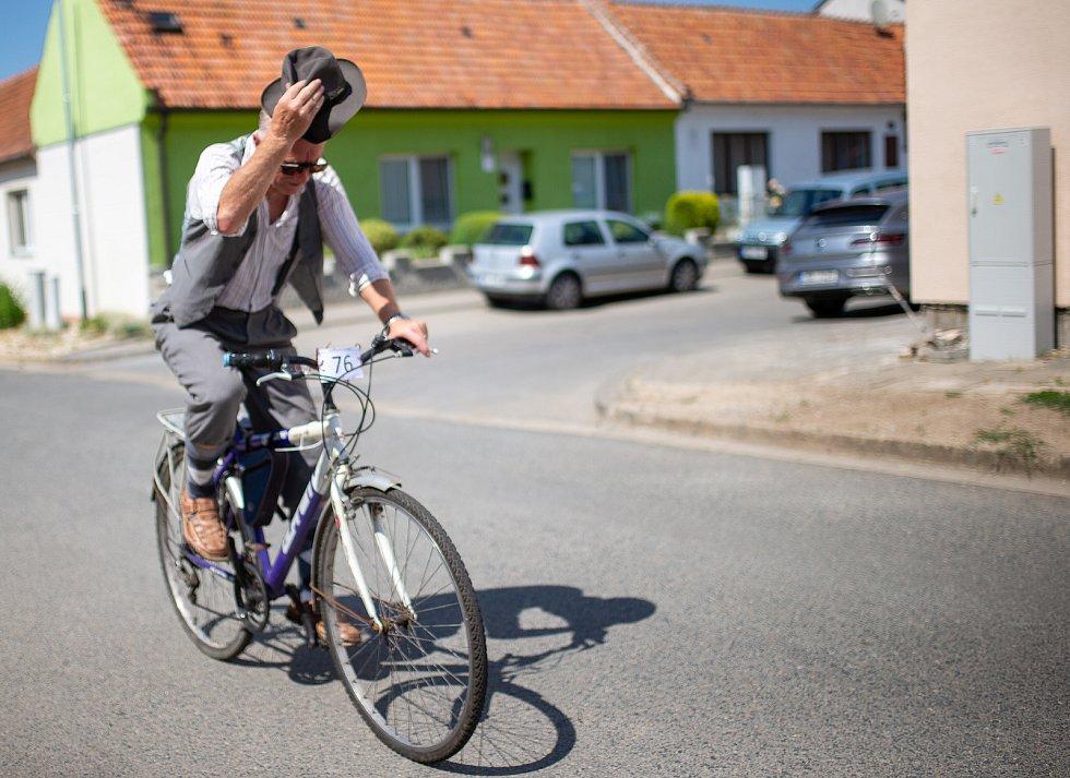 """Cyklozávod """"O dušu"""" vyrazil v sobotu od hostince u Buvola v Charvátské Nové Vsi přes Lednici a Valtice zpět."""