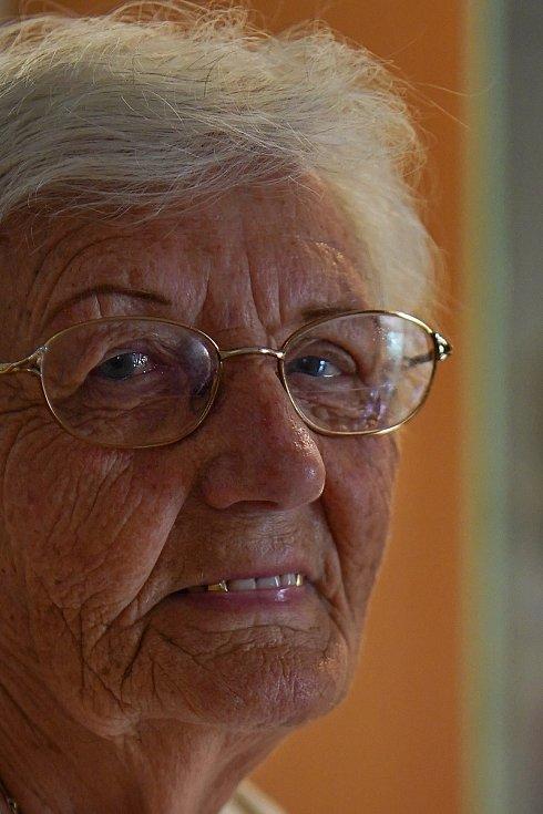 Domov seniorů Břeclav. Po očkování jsou bez covid pozitivních klientů. Od dubna znovu otevřeli návštěvám. Téměř devadesátiletá Anna Zemková je ráda za rozvolňování opatření.