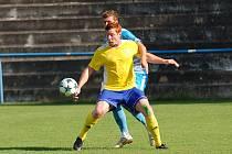 Břeclavští fotbalisté (žluté dresy) obdrželi branku v závěru utkání a remizovali s Humpolcem 1:1.