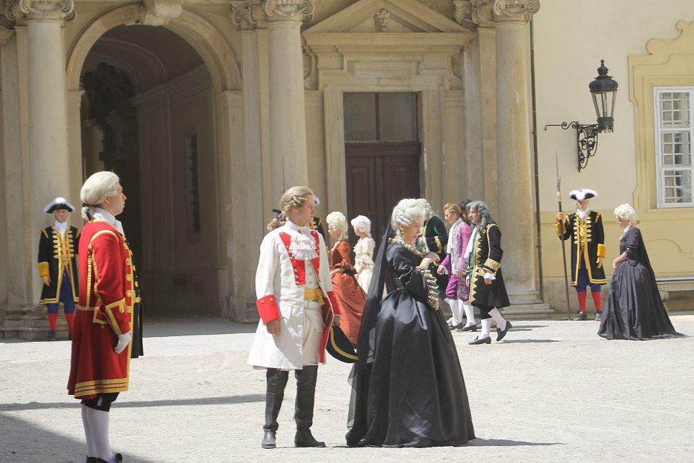 Marie Terezie II. Herci Bouřek Joura (uprostřed) a Zuzana Stivínová