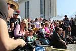 Tisíce lidí se v sobotu sešly v Hustopečích, kde se konaly tradiční mandloňové slavnosti.