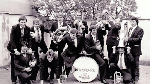 Dechová kapela Starohorka vznikla v roce 1972. Dvacet let patřila k nejznámějším dechovkám břeclavského okresu. Přestože kapelu tvořili hudební samouci, byla Starohorka vyhledávanou muzikou.