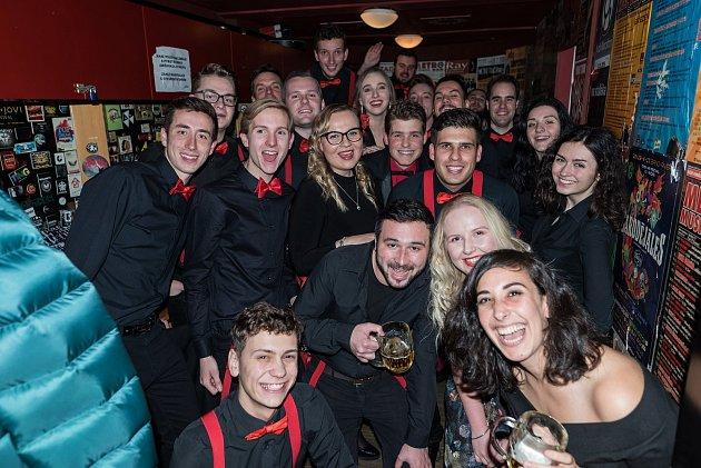 Karolína Osičková a Red Socks Orchestra na koncertě vMetro Music Bar Brno.