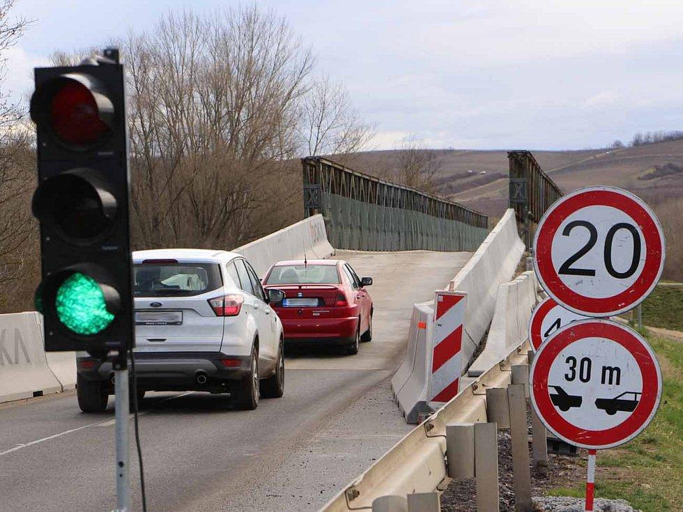 První den uzavírky způsobil řidičům zpoždění jen několik minut.