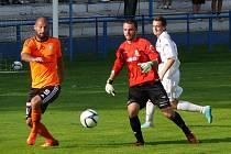 Fotbalisté Břeclavi (v bílém) doma nestačili na posílený tým rezervy Olomouce.