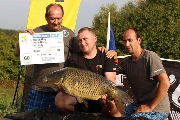 Do sobotního rána soutěží rybáři na dolní novomlýnské nádrži při mistrovství světa vlovu kaprů. Největší úlovek zatím vážil necelých dvacet kilogramů.