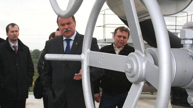 Česká naftařská společnost uvedla do plného provozu středisko na těžbu plynu ve Staré Břeclavi.