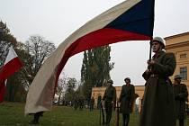 U loveckého zámečku na Pohansku slavili 28. říjen českolovenští vojáci.