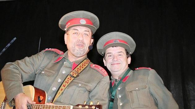 Oslavy vzniku Československa pojali v Lednici netradičně. Zazpívala a zahrála Lednická kapela, přijeli četníci z Humoresek.