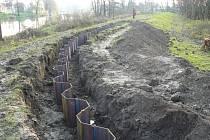 Téměř čtyřicet milionů korun stálo zpevnění ochranné hráze odlehčovacího ramene řeky Dyje v břeclavské městské části Poštorná.