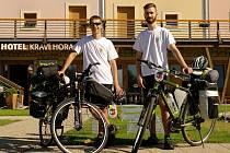 Cestovatel Radek Hrábek z Bořetic vyrazil v prvním červencovém týdnu na kole kolem České republiky. Společně s kamarádem Lukášem Sadílkem.