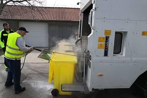 Mikulovská svozová společnost odstartovala mytí a dezinfekci nádob určených na plasty, směsný komunální či bioodpad.