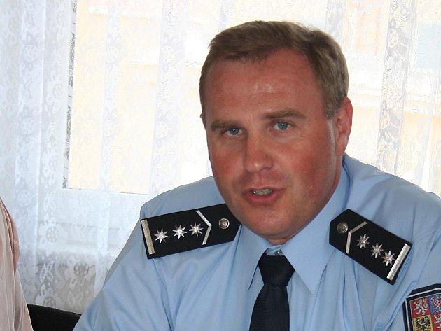 Břeclavsko má nového policejního ředitele. Miroslava Stromeckého, který odešel řídit státní policii na Vyškovsko, nahradil od prvního června 2010 plukovník František Klimus.