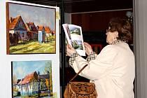 V Mikulčicích vystavuje desítka umělců. Lidé si mohou výstavu prohlédnout do pondělí.