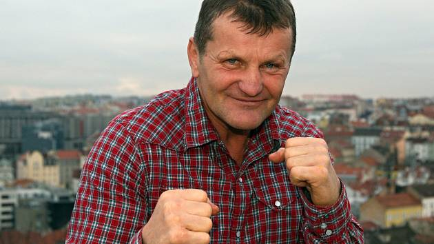 Bývalý boxer Rostislav Osička vystaví v Moravském Žižkově na šedesát svých obrazů.