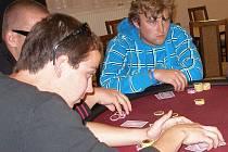 V kulturním domě Na Obecní ve Staré Břeclavi se hrál v sobotu 18. září turnaj v pokeru. O garantovanou dvacetitisícovou výhru. V konkurenci osmi desítek hráčů se nakonec prosadili Bronislav Hromada a Jaroslav Čížek.