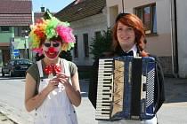 Břeclavští gymnazisté pojali poslední zvonění jako cirkus.